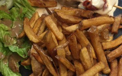 Brochette de Dinde au Chorizo - Frites Maison - Salade